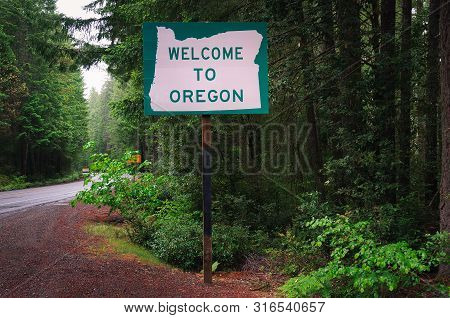 Welcome To Oregon State Sign On Us-199 Also Called The Redwood Highway