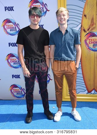 LOS ANGELES - AUG 11:  Sam and Colby arrives for the 2019 Teen Choice Awards on August 11, 2019 in Hermosa Beach, CA