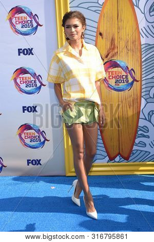 LOS ANGELES - AUG 11:  Zendaya Coleman arrives for the 2019 Teen Choice Awards on August 11, 2019 in Hermosa Beach, CA