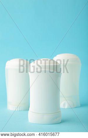 White Antiperspirant Deodorant On Blue Background. Skin Care Concept. Copy Space. Vertical Foto
