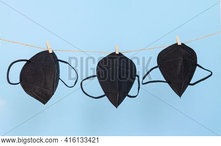 Washable Protective Black Fabric Face Masks, Used For Virus Protection, Hanging On Clothesline