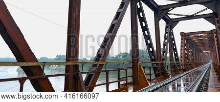 Old Steel Train Bridge Casalmaggiore, Lombardia, Italia