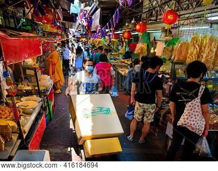 Chinatown, Bangkok - Nov. 14, 2020: A Daily Life At A Busy Marketplace Selling Varieties Of Dehydrat