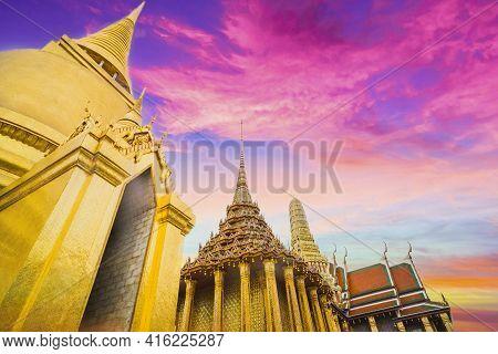 Golden Stupa Of Temple Of The Emerald Buddha.  Wat Phra Si Rattana Satsadaram.  Wat Phra Kaew. Landm