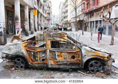 Barricada de carros queimados de Atenas