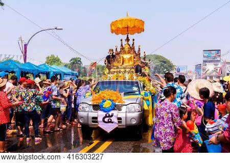 Val.the Tradition Of Bathing The Buddha Phra Singh Marched On An Annual Basis.