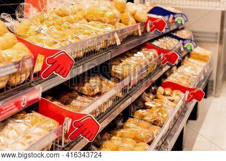 Sydney, Australia 2019-11-22 Various Bread In Bread Aisle At Coles Supermarket. Selective Focus