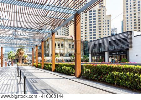 Dubai, Uae, 22.02.2021. Marina The Walk Promenade With Modern Wooden Roof Structure, Shops And Resta