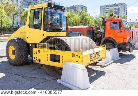 Samara, Russia - May 13, 2017: Road Roller At The Construction Of New Road In Summer Sunny Day