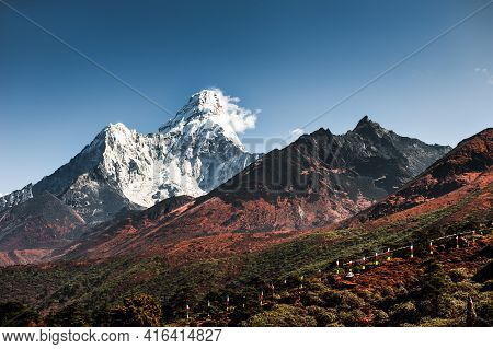 View Of Ama Dablam Peak In Himalaya Mountains, Nepal. Khumbu Valley, Everest Region, Nepal. Beautifu