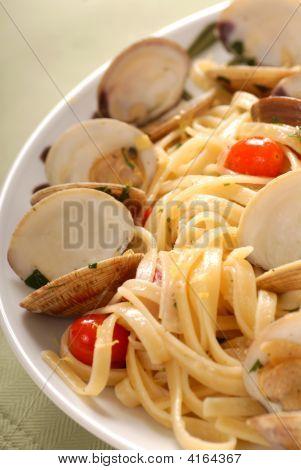 Linguini With Clam Sauce And Lemon Zest