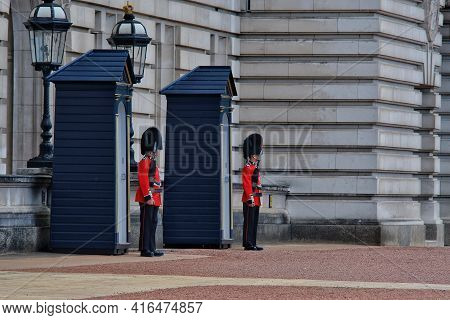 London, Great Britain - May 21, 2018 : Close Up Of The Royal Guards Standing In Front Of The Bucking