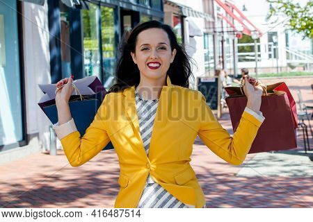 Beautiful smiling  young woman with shopping bags