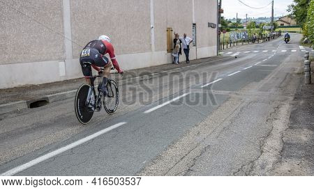 Bourgoin-jallieu, France - 07, May, 2017: The Spanish Cyclist Markel Irizar Aranburu Of  Trek-segafr