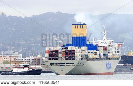 Oakland, Ca - Apr 5, 2021: Tugboat Jamie Renea Assisting Matson Cargo Ship Manoa To Maneuver Into Th