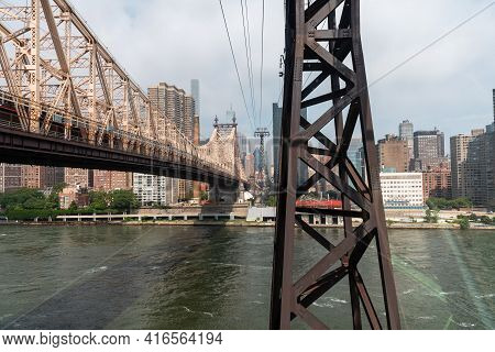 New York City, Usa - June 24, 2018: The Roosevelt Island Tramway. It Is An Aerial Tramway In New Yor