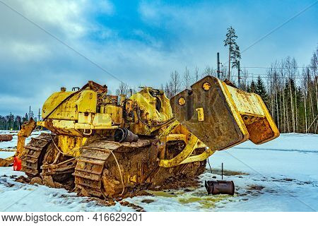 Large Tractor For Laying Gas Pipeline And Oil Pipeline Pipes. Pipe-laying Machine Based On A Crawler