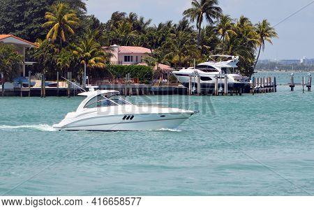 High-end Cabin Cruiser Off Of Rivoalto Island,miami Beach,florida.