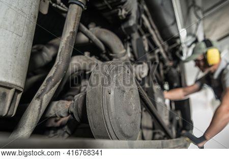 Rv Recreational Vehicle Class A Diesel Pusher Engine Scheduled Maintenance. Caucasian Automotive Die