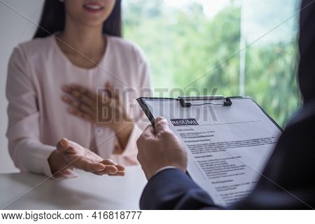 Executives Are Interviewing Candidates. Focusing On Resume Writing Tips, Applicant Qualifications, I