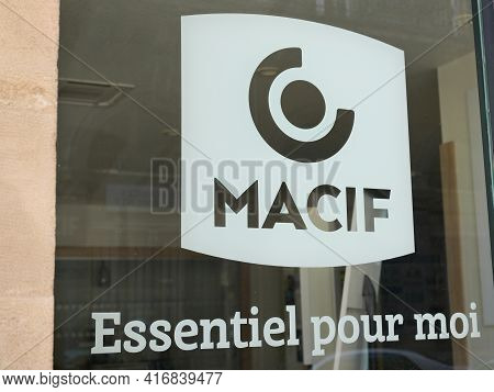 Bordeaux , Aquitaine France - 04 10 2021 : Macif Logo Brand And Text Sign Front Of Windows Agency Of