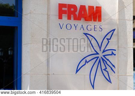 Bordeaux , Aquitaine France - 04 10 2021 : Fram Voyages Blue Palm Red Logo Brand Of Travel Agency Wi