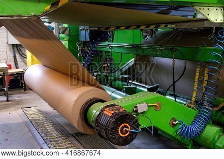 Manufacture Of Corrugated Paper And Containers Of Paper And Paperboard. Corrugated Unit For The Prod