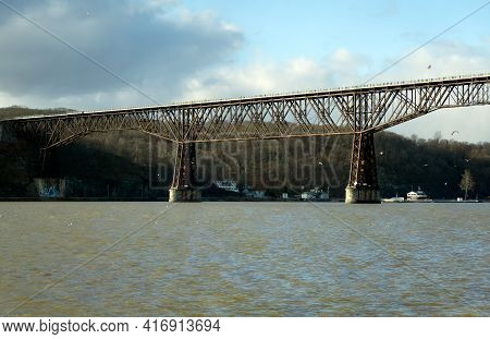 Poughkeepsie, Ny - Usa - Dec. 29, 2020: The Walkway Over The Hudson, Formally The Poughkeepsie-highl