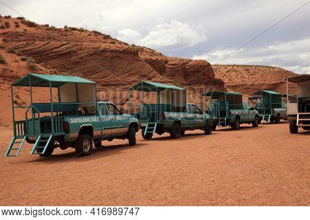 Page, Arizona / Usa - August 05, 2015: Four Weel Drive Near Upper Antelope Canyon, Page, Arizona, Us