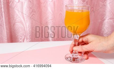 A Glass Glass In Which Fruit Juice Is Gradually Poured. Top View.