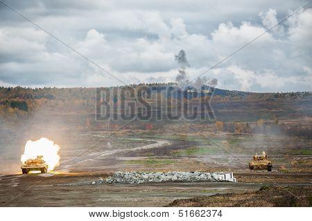 Attack of tank platoon