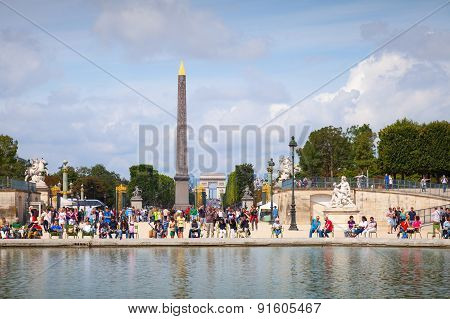 Pond In Jardin Des Tuileries With Walking Tourists