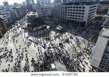 People Walk Along The Zeil In Midday