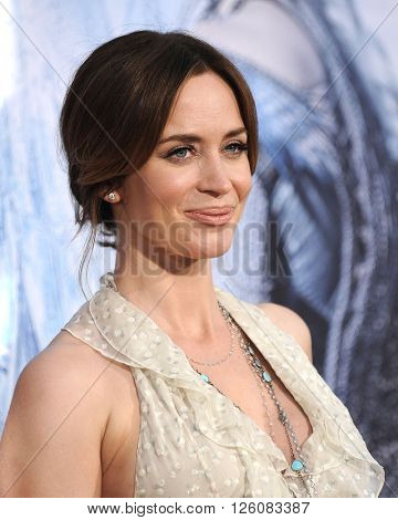LOS ANGELES - APR 11:  Emily Blunt arrives to the