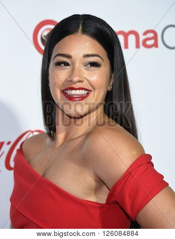 LOS ANGELES - APR 14:  Gina Rodriguez arrives to the Cinema Con 2016: Awards Gala  on April 14, 2016 in Las Vegas, NV.