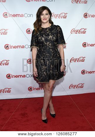 LOS ANGELES - APR 14:  Kathryn Hahn arrives to the Cinema Con 2016: Awards Gala  on April 14, 2016 in Las Vegas, NV.