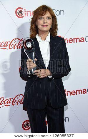 LOS ANGELES - APR 14:  Susan Sarandon arrives to the Cinema Con 2016: Awards Gala  on April 14, 2016 in Las Vegas, NV.