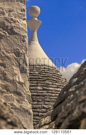 Alberobello: detail of the trullo to dry masonry. ITALY,APULIA.Alberobello is a UNESCO World Heritage. Conical rooftop of trulli:It is a false dome built  with dry overlapping stones, whitewashed base and cone-shaped roof with pinnacles of various shapes.