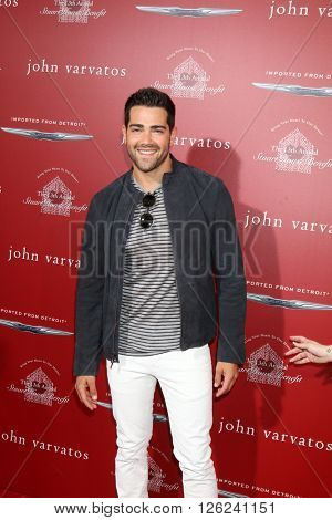 LAS VEGAS - APR 17:  Jesse Metcalfe at the John Varvatos 13th Annual Stuart House Benefit at the John Varvatos Store on April 17, 2016 in West Hollywood, CA