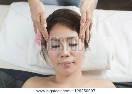 Massage series : Facial massage on massage bed