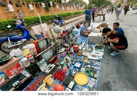LAMPANG, THAILAND - FEB 19: People making choice on second hand market outdoor with vintage radio tv-sets and other goods on February 19, 2016. Population of Lampang is near 59000 people