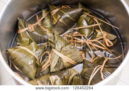 Boiling Wrapped Dumplings