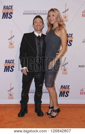 LAS VEGAS - APR 15:  David Faustino, Lindsay Bronson at the  23rd Annual Race To Erase MS Gala at the Beverly Hilton Hotel on April 15, 2016 in Beverly Hills, CA