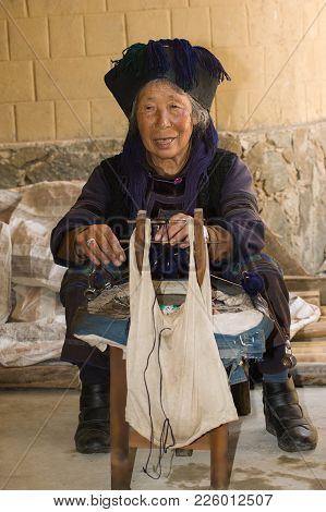 Photo Of Elderly Woman - Spinner From The Village Xin Jie Zheng Of Yunnan Province