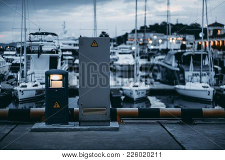 Charging Station For Boats With Empty Lcd Screen Template, Electrical Outlets To Charge Boats - Supp