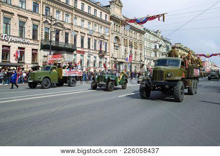 Saint Petersburg, Russia - May 09, 2017: The Column Of Retro Transport On Nevsky Prospekt. Victory D