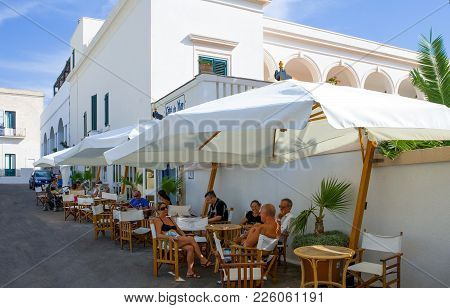Santa Maria Di Leuca, Italy - August 27, 2006: People In An Open Air Coffee Bar On The Seafront