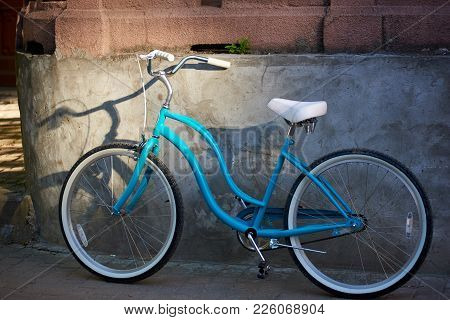 Blue Bicycle Near The Wall Of A Building In The City Center Urban Leisure Lifestyle Living Transport