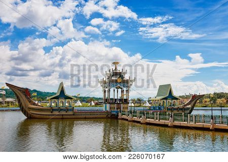 Bandar Seri Begawan(bsb), Brunei-october. 11: Royal Barge Of Masjid Sultan Omar Ali Saifuddin  In Ba