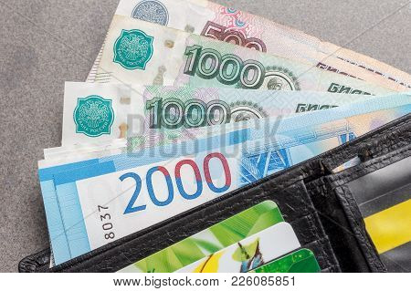 New Russian Banknotes In Denominations Of 1000, 2000 And 5000 Rubles And Credit Cards In A Black Lea